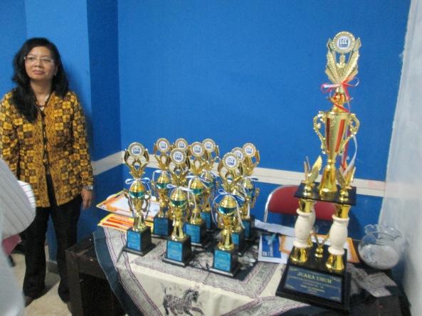 Piala, Beasiswa, dan Uang Pembinaan