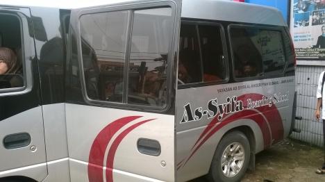 Mobil As-Syifa diparkir di halaman LCC