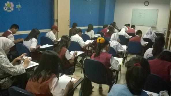Suasana Kompetisi Matematika LCC Jatiwaringin 2014 - Ruang 1